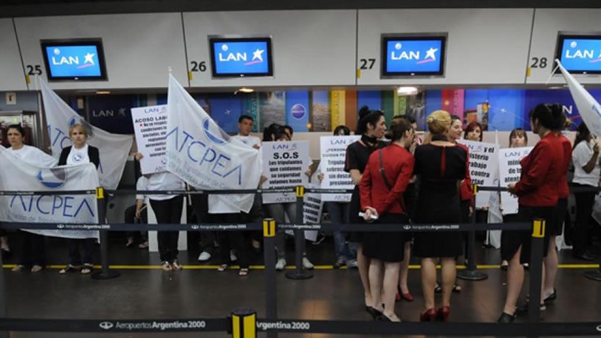 Trabajadores de Latam protestaron en aeroparque contra tercerización de las tareas de mantenimiento