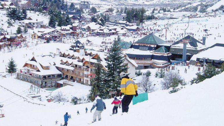 El Cerro Catedral reabrió su centro de esquí solo para residentes