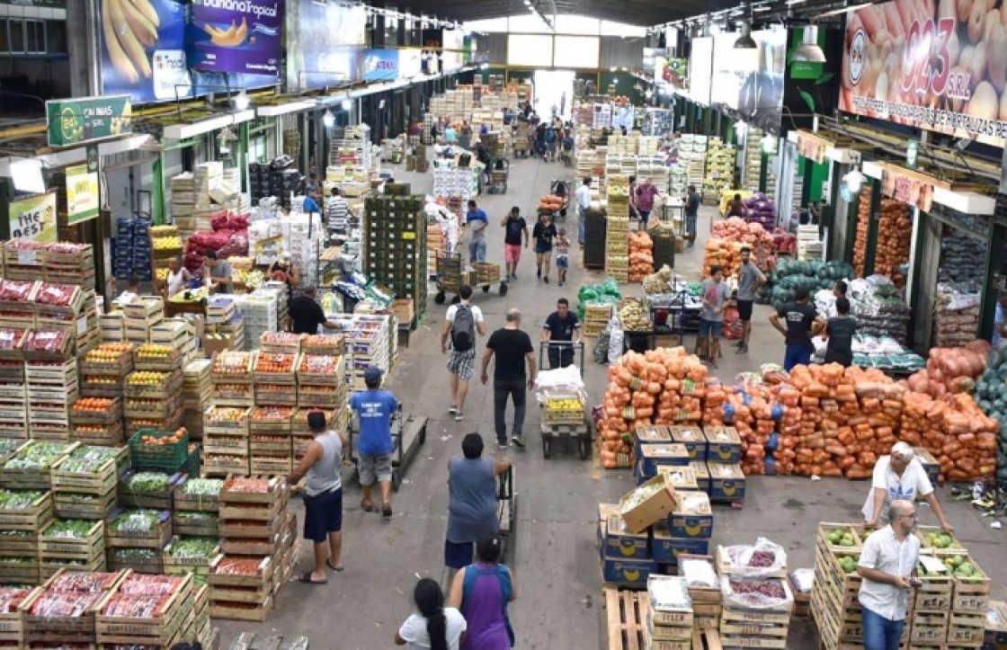 Grandes supermercados duplican precios de verduras sugeridos por el Mercado Central
