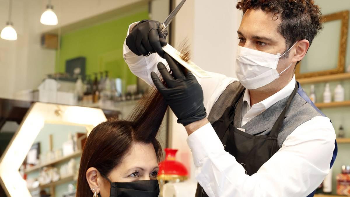 Abren las peluquerías porteñas