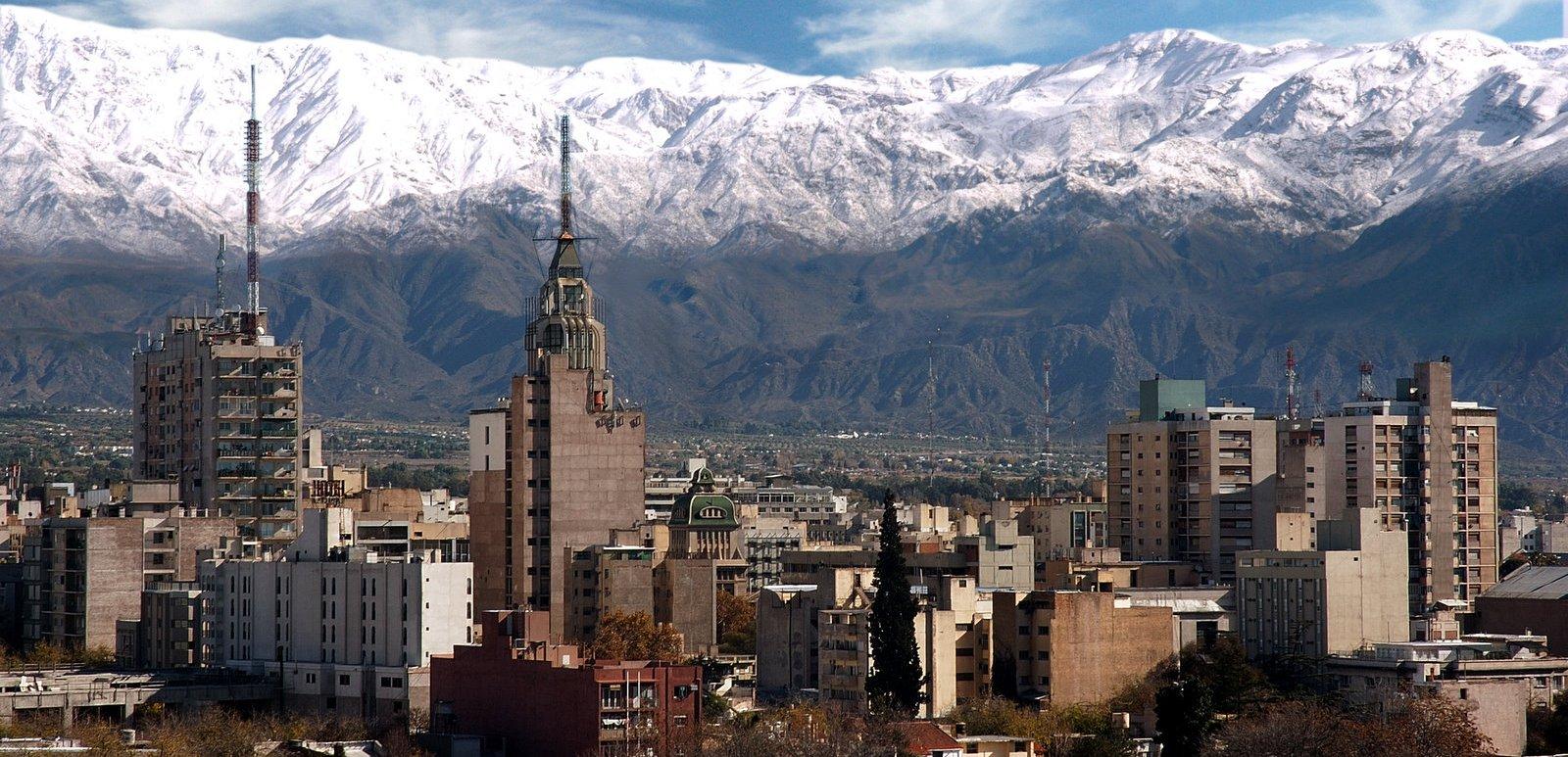 Mendoza: Cierran restaurantes y restringen ingreso a clubes