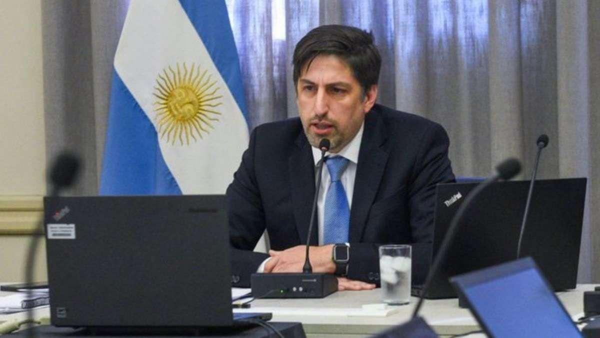 El ministro Trotta entregó 1.986 netbooks a estudiantes de 23 escuelas en Pilar
