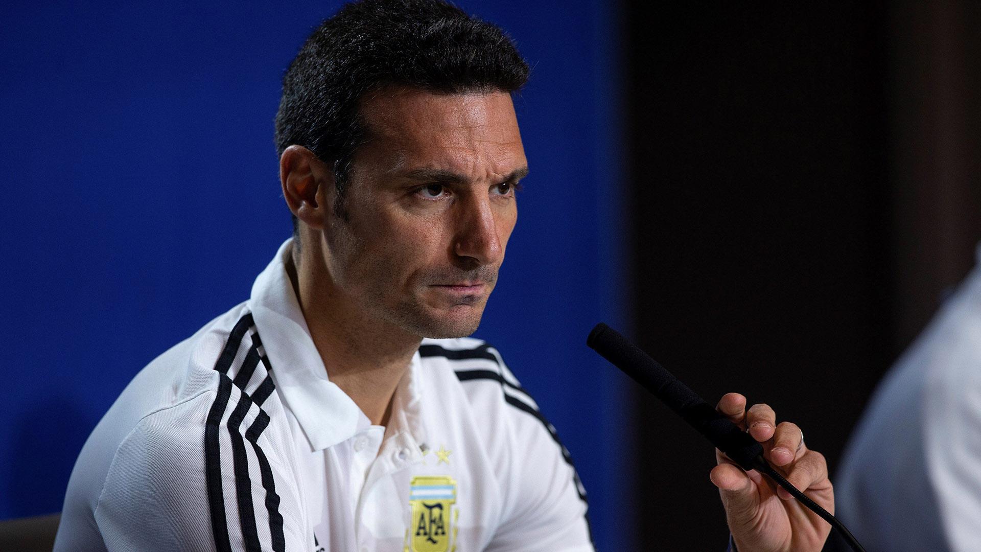 La idea es que Messi «tenga dos jugadores por delante»