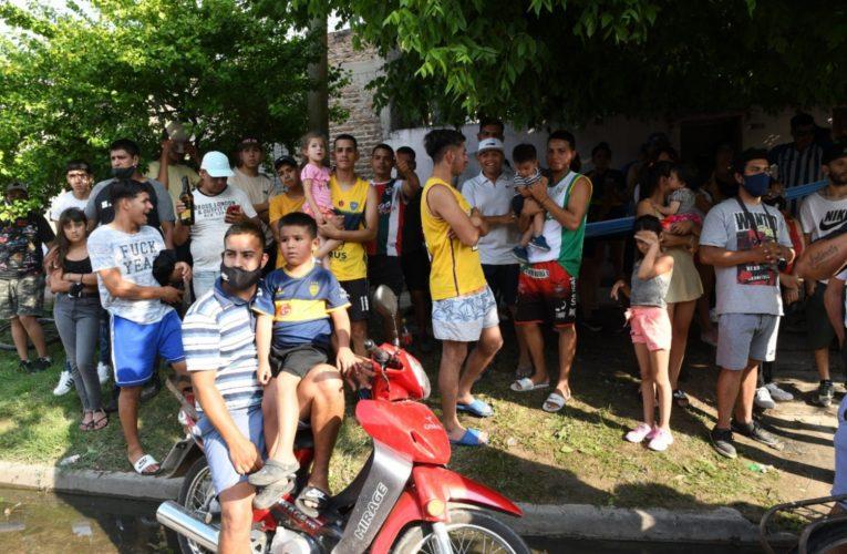 Cientos de vecinos homenajearon a Diego Maradona en los barrios donde vivió