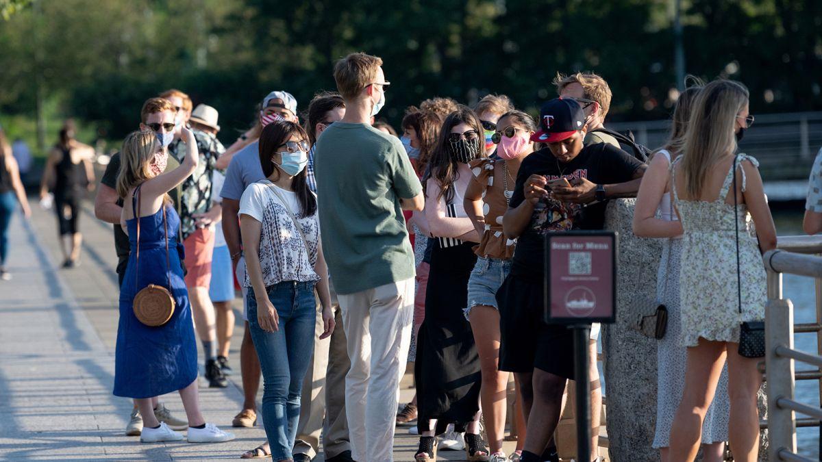 EEUU cierra escuelas y vuelven las restricciones