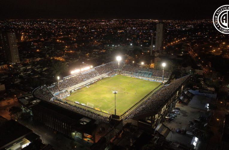 El país aplaude y los estadios encienden sus luces en homenaje a Diego