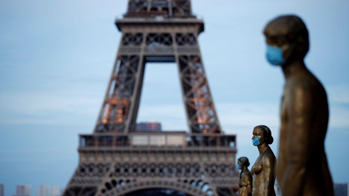 Francia evalúa reabrir comercios en diciembre