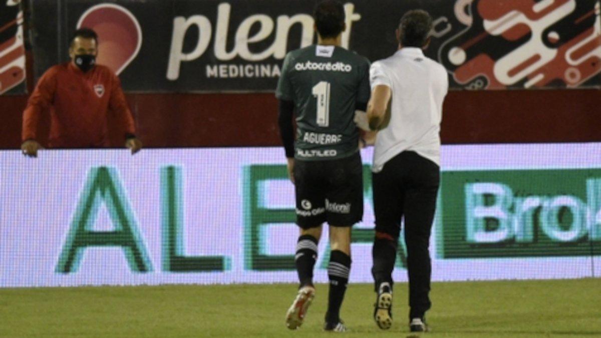 Alan Aguerre sufrió una luxación de codo tras chocar con Tevez