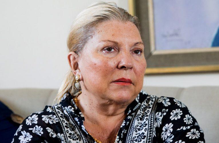 Distanciada de Macri, Carrió se lanza al diseño de indumentaria