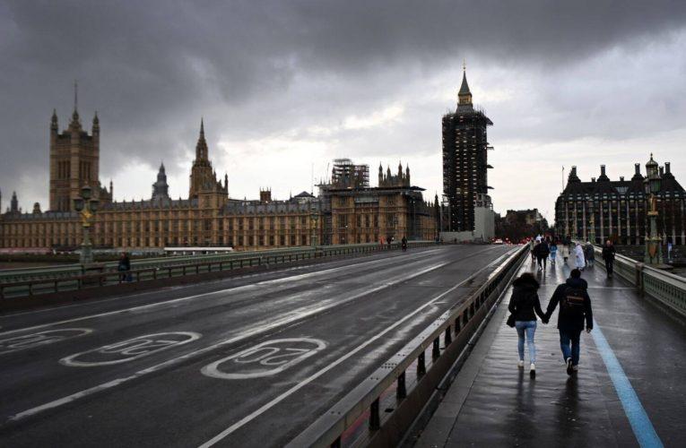 Londres pide ayuda al Gobierno ante amenaza de pronta saturación hospitalaria por el coronavirus