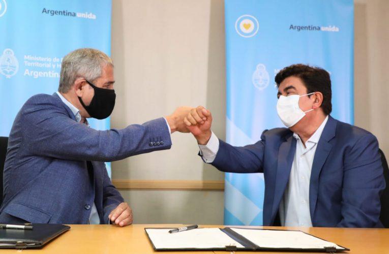 Ferraresi firmó con Espinoza convenios para llevar 4900 soluciones habitacionales a La Matanza
