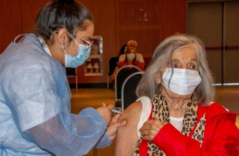 Sonia Torres, titular de Abuelas Córdoba, recibió la primera dosis de la vacuna Sputnik V