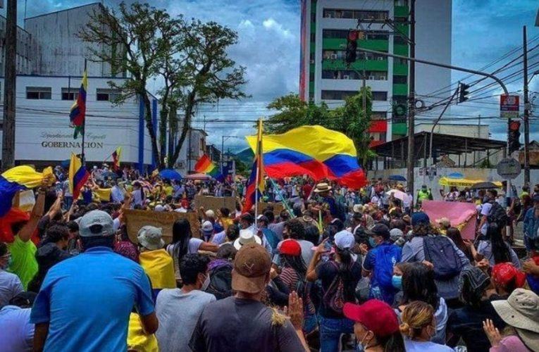Centrales Sindicales marchan a la embajada de Colombia
