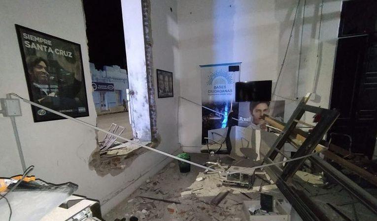 Analizan cámaras privadas para dar con responsables de atentado con explosivo en local de La Cámpora