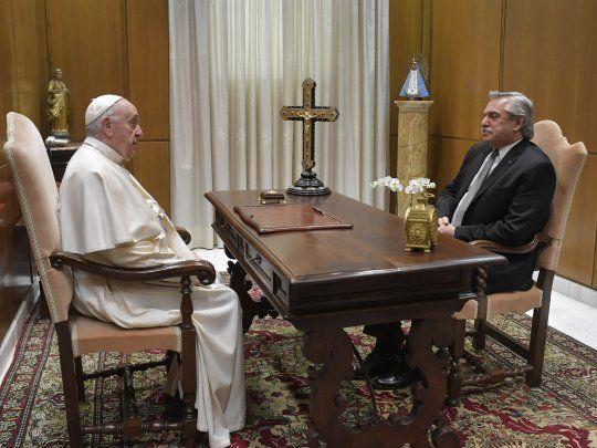 """El papa Francisco recibió a Alberto Fernández y el Vaticano destacó las """"buenas relaciones bilaterales"""""""