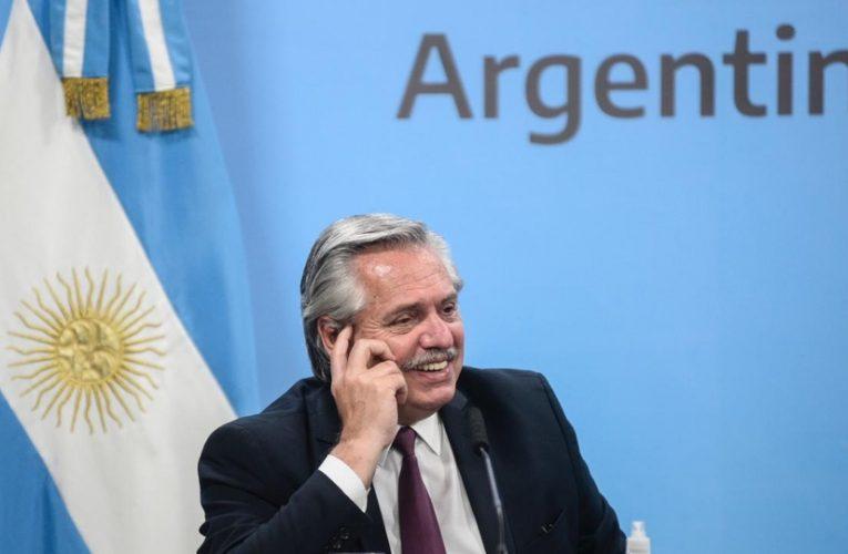 Fernández anunció llegada de fondos para apoyar plan de vacunación de Argentina