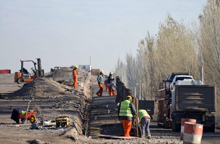Avanzan las obras para convertir en autopista la ruta nacional 22 en Río Negro