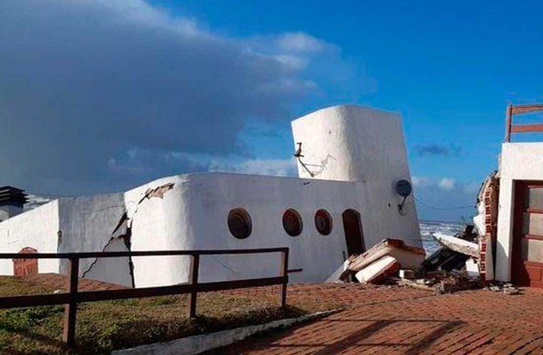 Mar del Tuyú: olas de hasta cinco metros derrumbaron una casa