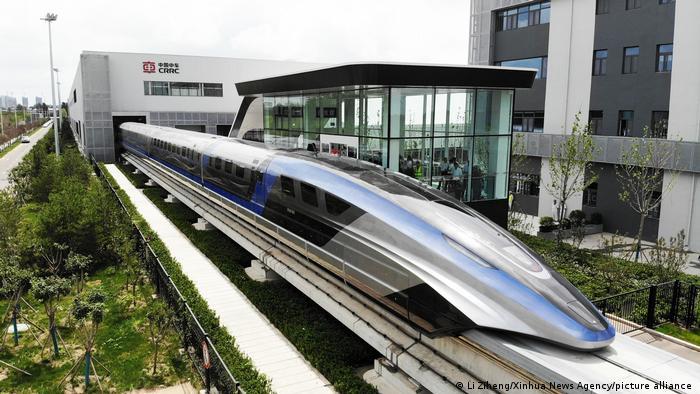 China presenta un tren que levita a 600 km/h