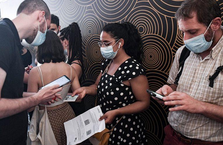 Coronavirus: Francia aprobó el pase sanitario