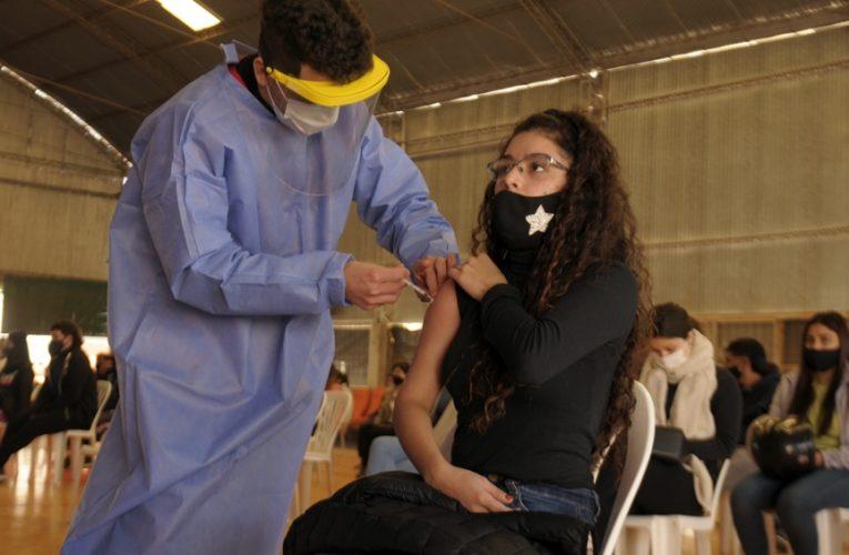 Moderna fue aprobada y Argentina comenzará a vacunar adolescentes de 12 y 17 años