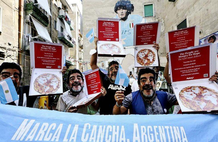 Nápoles: marcharon con máscaras de Maradona por la crisis climática