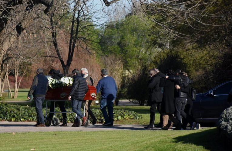 Jairo despidió a su mujer en una ceremonia íntima esta tarde