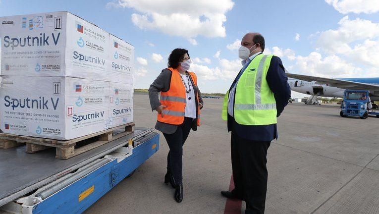 El Gobierno contrató a Aerolíneas Argentinas para transportar las vacunas