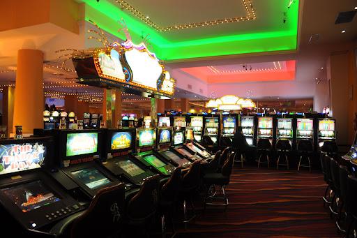 Los distritos que estén en Fase 4 podrán abrir bingos y casinos